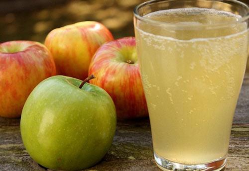 Яблоки и готовая брага
