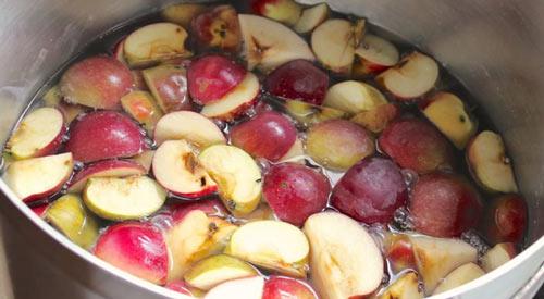 Порезанные яблоки на брагу