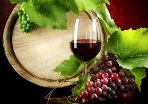 Бокал с домашним вином