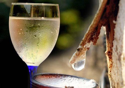 Домашнее вино в бокале