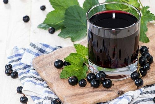 Стакан с вином.