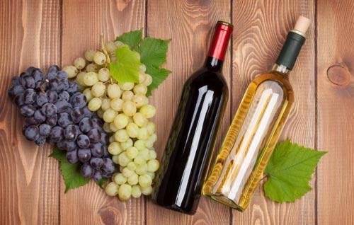 Виноград и чача в бутылках.