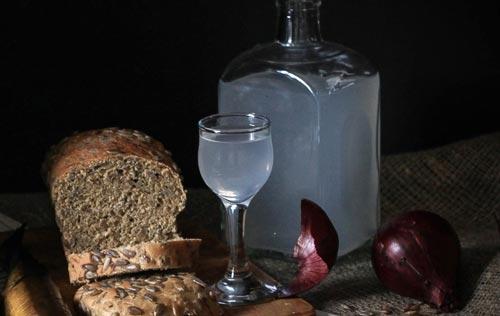 Самогон и хлеб.
