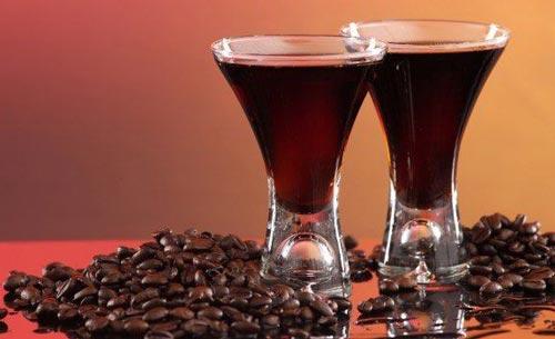Кофейные зерна и самогон.