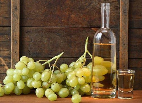 Самогон и гроздья винограда.