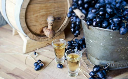 Виноград и дубовая бочка.