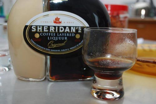 Бутылка ликера Шериданс.