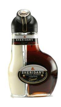 Ликер Шериданс в бутылке.