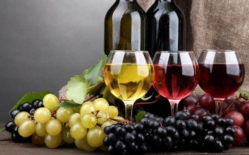 Бокалы с вином.